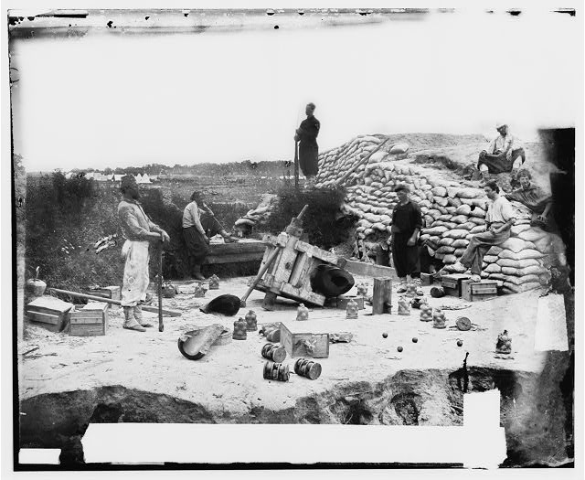 Yorktown, Virginia. Exploded gun in Confederate battery (1862 June; LOC: LC-DIG-cwpb-01034)