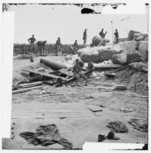 Yorktown, Va. Confederate fortifications reinforced with bales of cotton (1862 June; LOC: LC-DIG-cwpb-01604)