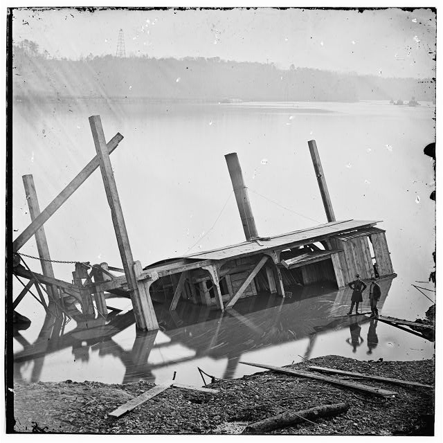 James River, Va. Butler's dredge-boat, sunk by a Confederate shell on Thanksgiving Day, 1864 (LOC: LC-DIG-cwpb-01923)