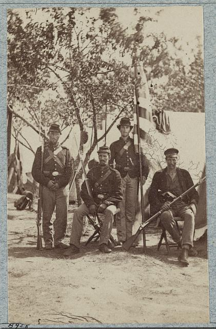 33d New York Infantry (photographed between 1861 and 1863, printed between 1880 and 1889; LOC: LC-DIG-ppmsca-34386)