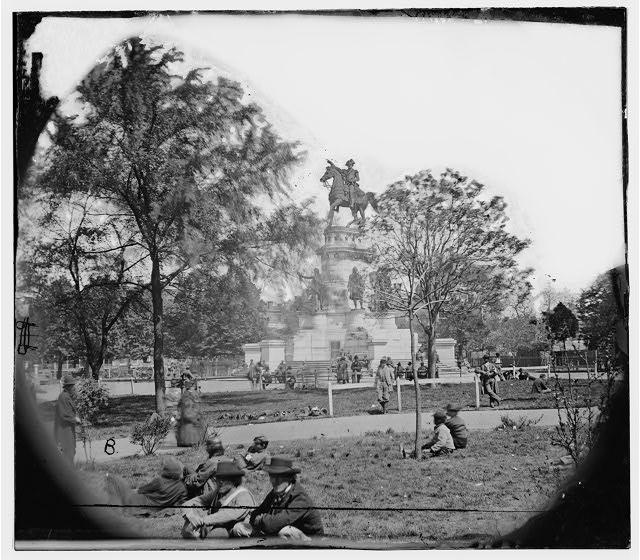 Richmond, Virginia. Washington monument (1865 Apr.; LOC: LC-DIG-cwpb-01277)