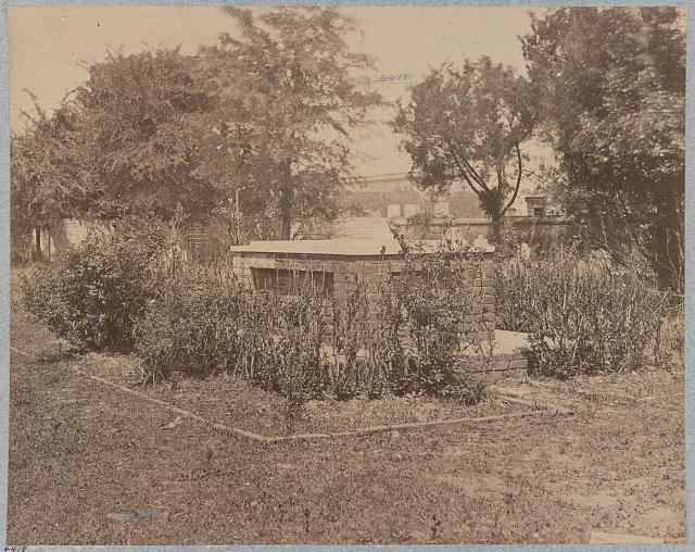 Grave of John C. Calhoun, Charleston, S.C (photographed between 1861 and 1865, printed between 1880 and 1889; LOC: LC-DIG-ppmsca-34942)