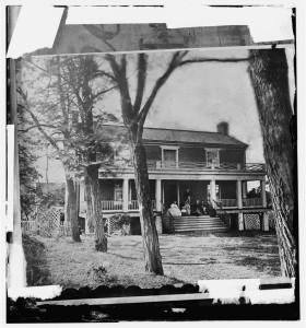 Appomattox Court House, Virginia. McLean house  (by Timoth H. O'Sulllivan, April 1865; LOC: http://www.loc.gov/item/cwp2003004615/PP/)