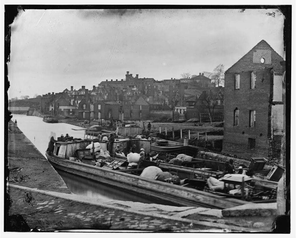 Richmond, Va. Barges with African Americans on the Canal; ruined buildings beyond (by Alexander Gardner, April-June 1865; LOC: http://www.loc.gov/item/cwp2003000661/PP/)