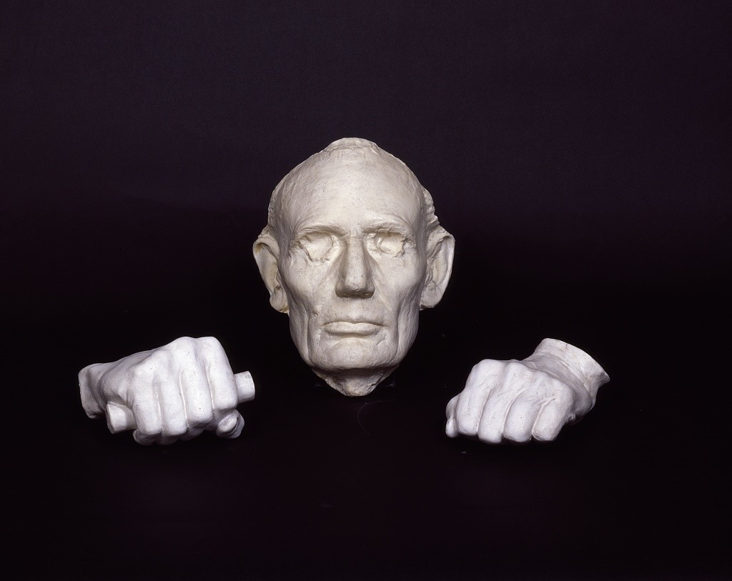 Life mask and plaster hands of Abraham Lincoln, preserved at Ford's Theatre, Washington, D.C., where assassin John Wilkes Booth mortally wounded the president in 1865 (by Carol M. Highsmith; LOC: http://www.loc.gov/item/2011633885/)