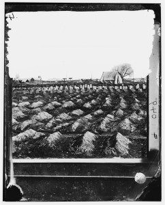 City Point, Virginia. Soldier's graves near General Hospital (between 1861 and 1865; LOC: http://www.loc.gov/item/cwp2003004865/PP/)