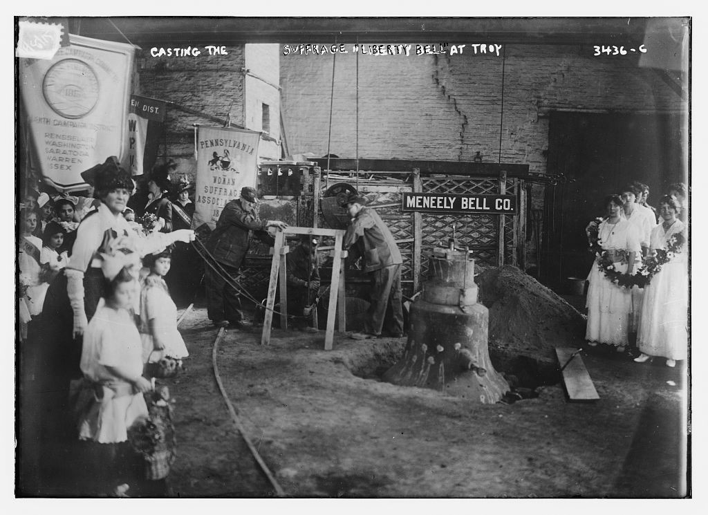 """Casting the Suffrage """"Liberty Bell"""" at Troy  (between ca. 1910 and ca. 1915; LOC: http://www.loc.gov/item/ggb2005018804/)"""