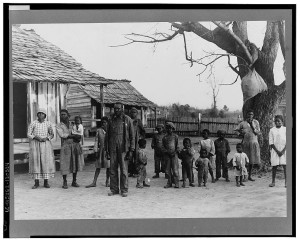 Negroes, descendants of former slaves of the Pettway Plantation. They are living under primitive conditions on the plantation. Gees Bend, Alabama (1937 Feb.; LOC: https://www.loc.gov/item/fsa2000006860/PP/)