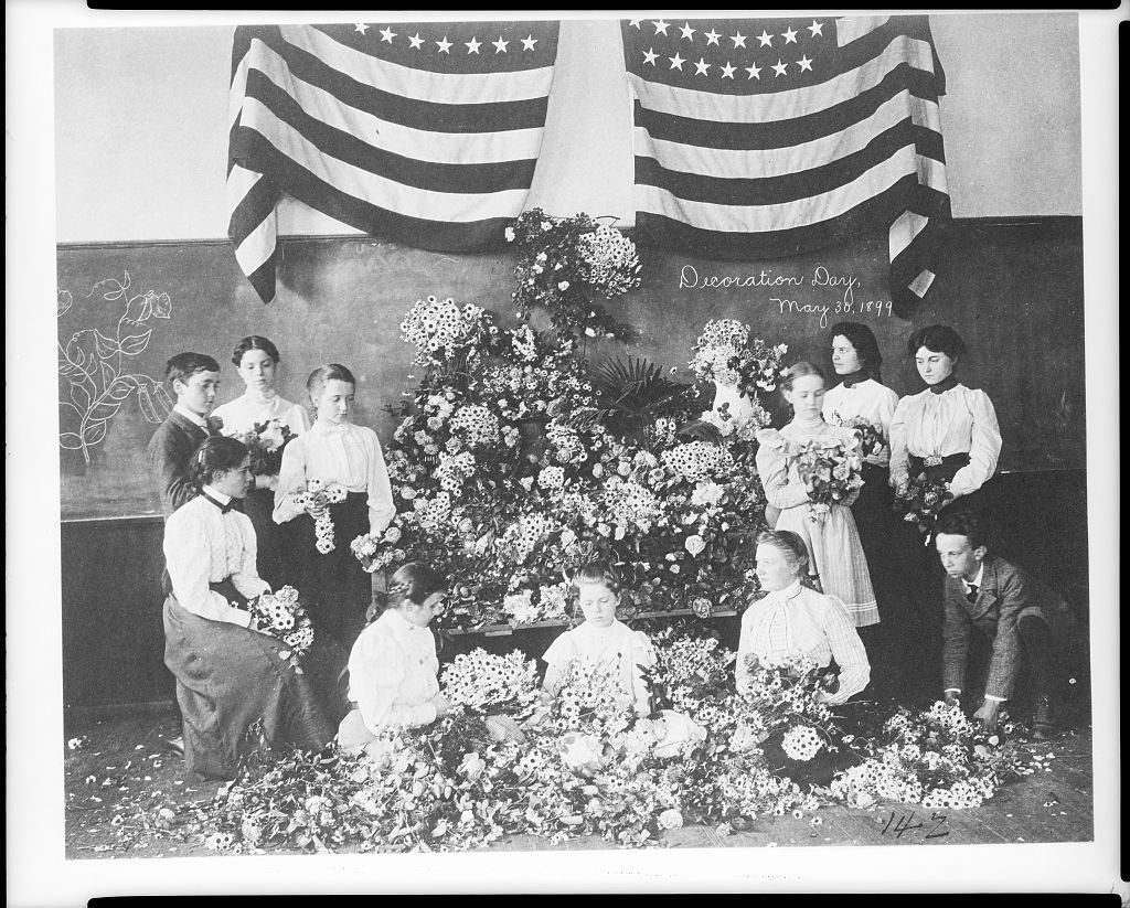 Daisies gathered for Decoration Day, May 30, 1899] (LOC: https://www.loc.gov/item/2001703674/)