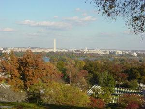 800px-washington_dc_from_arlington (Washington DC from Arlington House, atop Arlington National Cemetery.(November 2005; https://en.wikipedia.org/wiki/File:Washington_DC_from_Arlington.JPG)