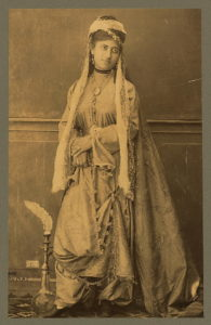 Turkey. Young woman. Dame Virique / Dumas. (between 1860 and 1900; LOC: https://www.loc.gov/item/2004670414/)