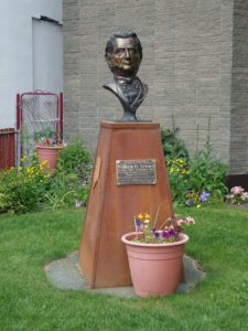 Bust of William H. Seward in Seward, Alaska, United States photographed June 30, 2010 (by Michael A. Haase; https://en.wikipedia.org/wiki/File:WilliamHSewardBust.jpg)