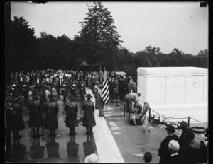 Memorial Day, unknown soldiers tomb, [Arlington, Virginia] (1935; LOC: https://www.loc.gov/item/hec2013009053/)