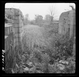 Old Erie Canal lock, Fort Hunter, New York (1941 Oct.: LOC: https://www.loc.gov/item/fsa2000052566/PP/)