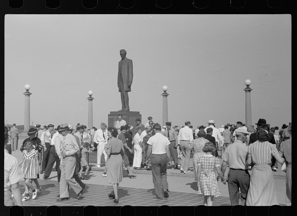 Park scene, Labor Day, Milwaukee, Wisconsin (by John Vachon, 1939 Sept.; LOC: https://www.loc.gov/item/fsa1997004315/PP/)