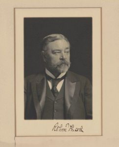 Photograph of Robert Todd Lincoln with signature. (LOC: https://www.loc.gov/item/scsm000881/)