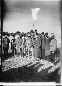 The surrender of Jerusalem to the British, December 9, 1917. The Mayor of Jerusalem, with white flag, offers surrender to two British tommies (sergeants) (LOC: https://www.loc.gov/item/mpc2004000445/PP/)