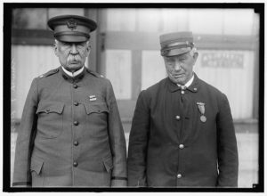 DRISCOLL, JOHN. VETERAN OF FIGHT BETWEEN MERRIMAC AND MONITOR. RIGHT, WITH GENERALSMITH, ANOTHER VETERAN OF THE FIGHT (1916; LOC: https://www.loc.gov/item/hec2008004149/)